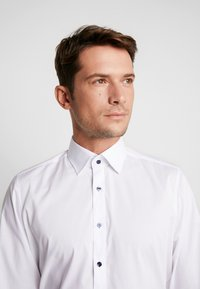 OLYMP - OLYMP LEVEL 5 BODY FIT  - Formal shirt - weiss - 5