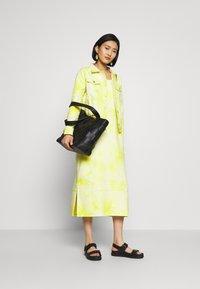 HOSBJERG - RINA DRESS - Robe d'été - yellow/white - 1