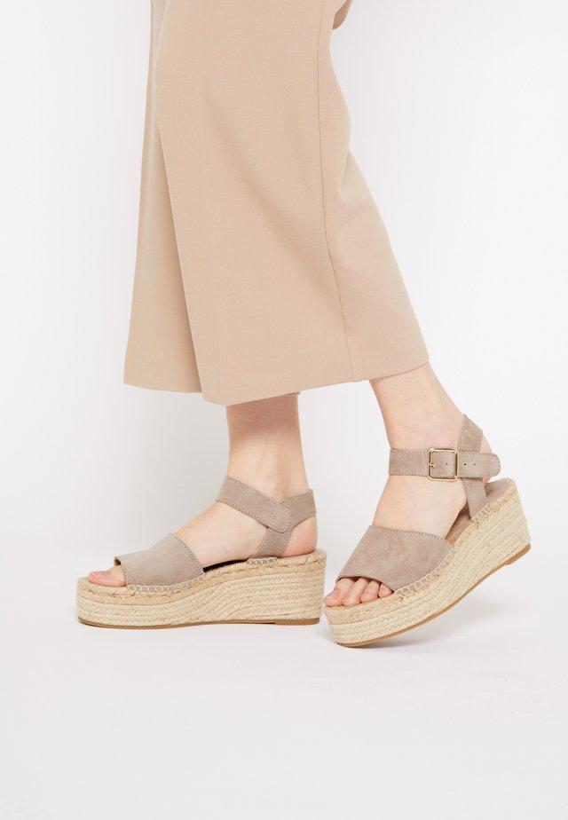 PLATFORM  - Sandały na platformie - nude