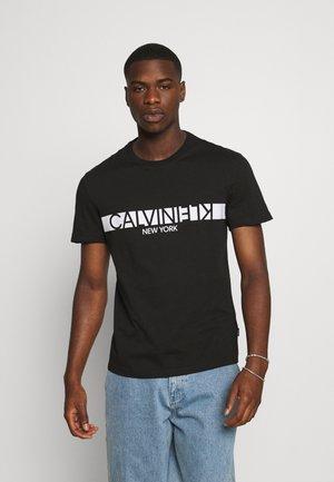 REVERSED CHEST - T-shirt imprimé - black