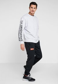 Under Armour - PERFORMANCE ORIGINATORS CREW - Sweatshirts - steel light heather/black - 1