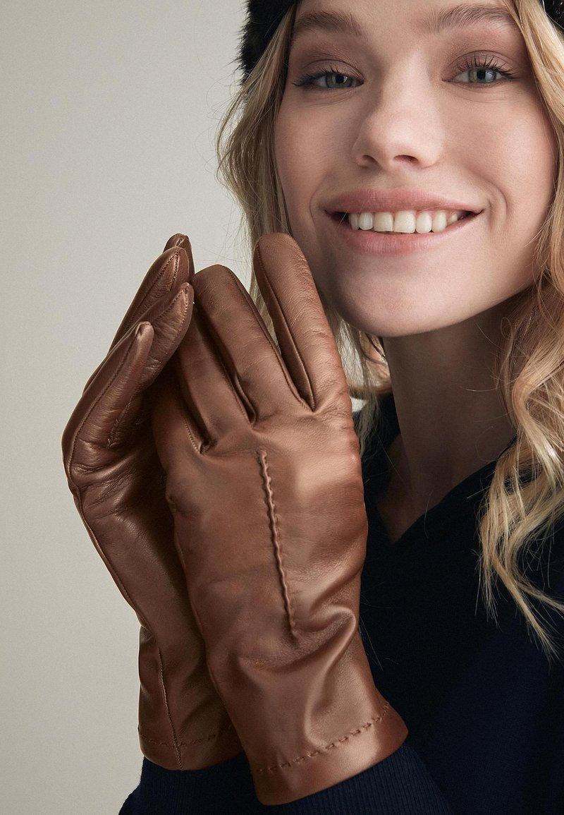 Falconeri - Gloves - braun - 8552 - castagna