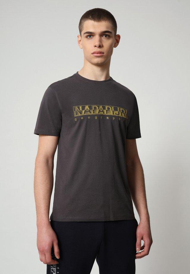 SALLAR - Camiseta estampada - dark grey solid