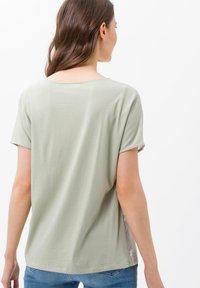 BRAX - STYLE CAELEN - Print T-shirt - khaki - 2