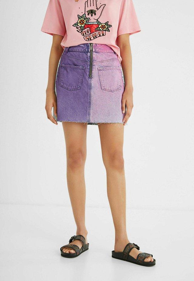 Pouzdrová sukně - red