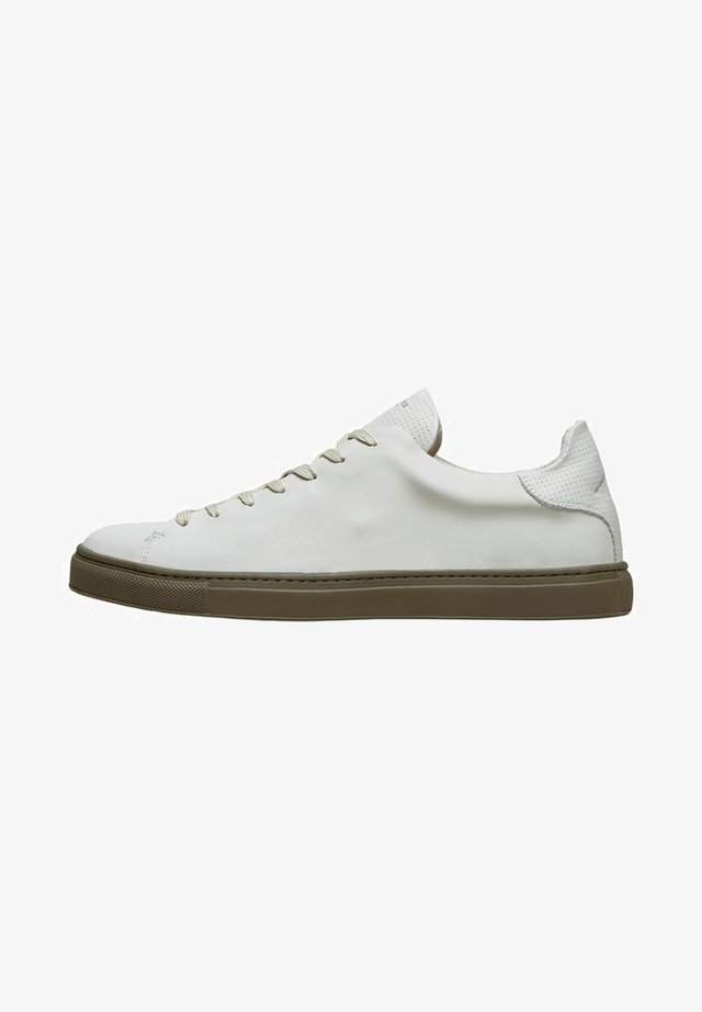 SLHDAVID CONTRAST SOLE TRAINER - Sneakers laag - deep lichen green