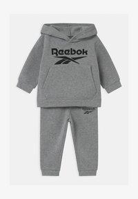 Reebok - HOODIE SOLID SET - Trainingsanzug - mottled grey - 0