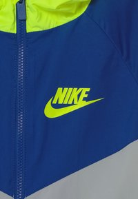 Nike Sportswear - Training jacket - light smoke grey/game royal/volt - 2