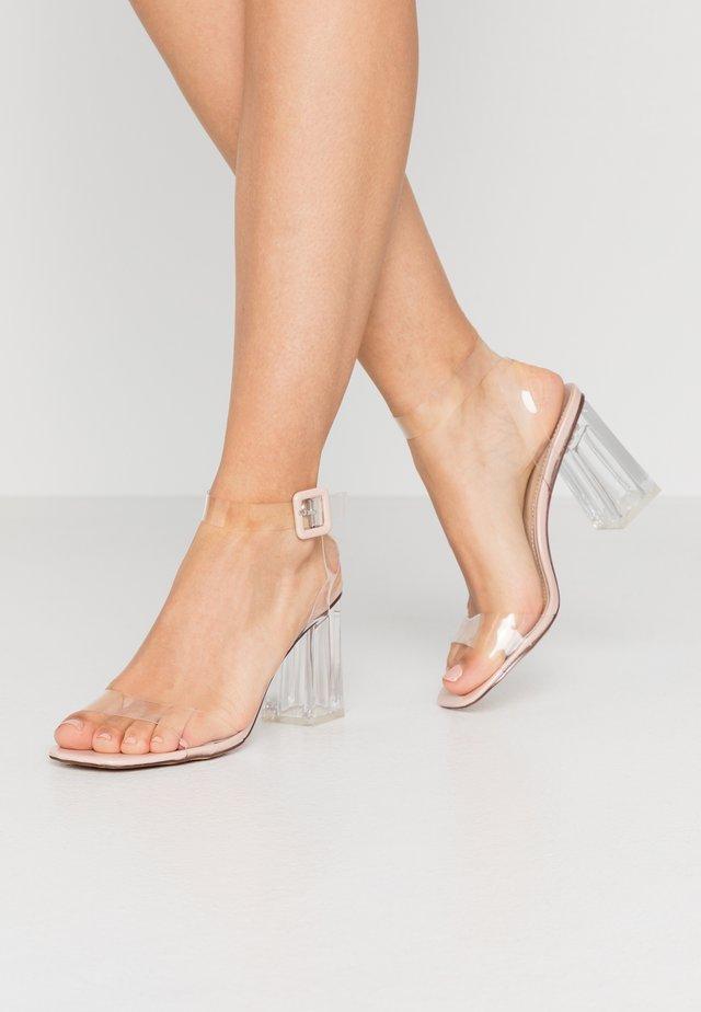 LEAH - Sandály na vysokém podpatku - clear/nude