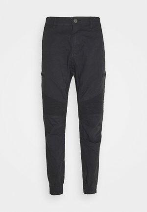 URBAN - Pantaloni cargo - black