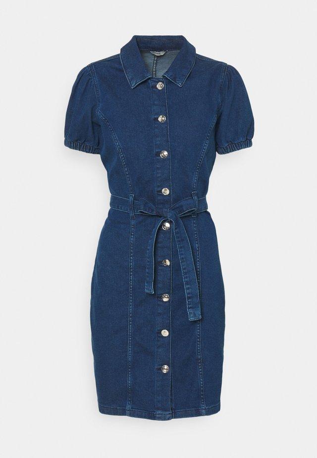 ONLVIBBE BELT DRESS - Sukienka jeansowa - dark blue denim