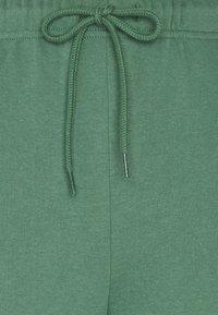 Pieces - PCCHILLI PANTS - Teplákové kalhoty - frosty spruce - 2