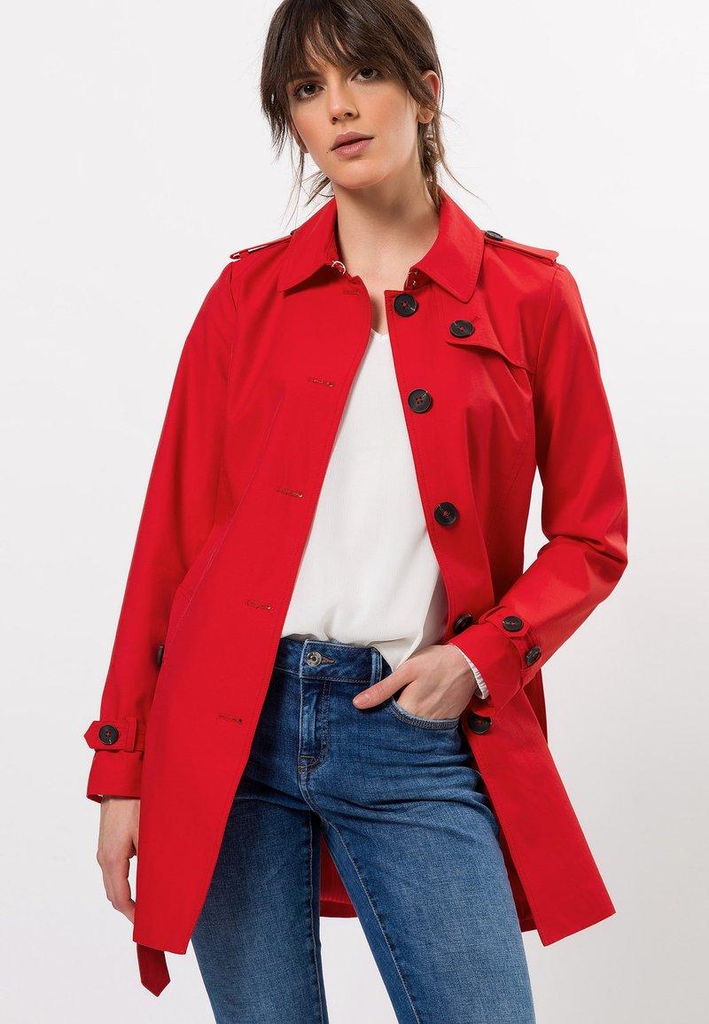 zero - MIT GÜRTEL - Trenchcoat - sunny red