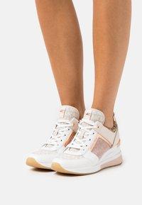 MICHAEL Michael Kors - GEORGIE TRAINER - Sneakers laag - natural/multicolor - 0