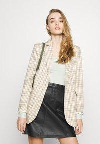 Vero Moda - VMPARIS SHORT SKIRT  - Mini skirt - black - 3