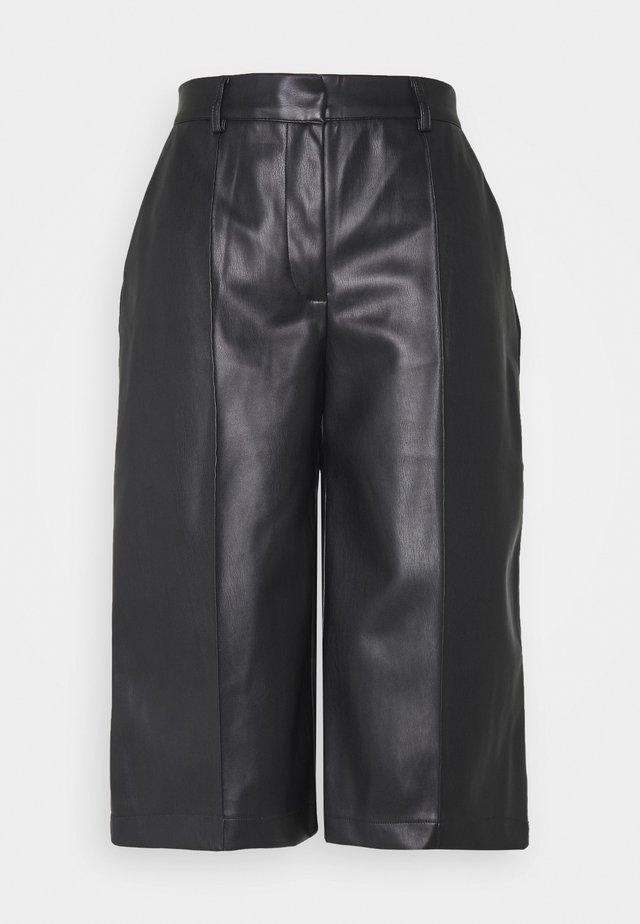 PAULINA BAMUDA   - Shorts - black
