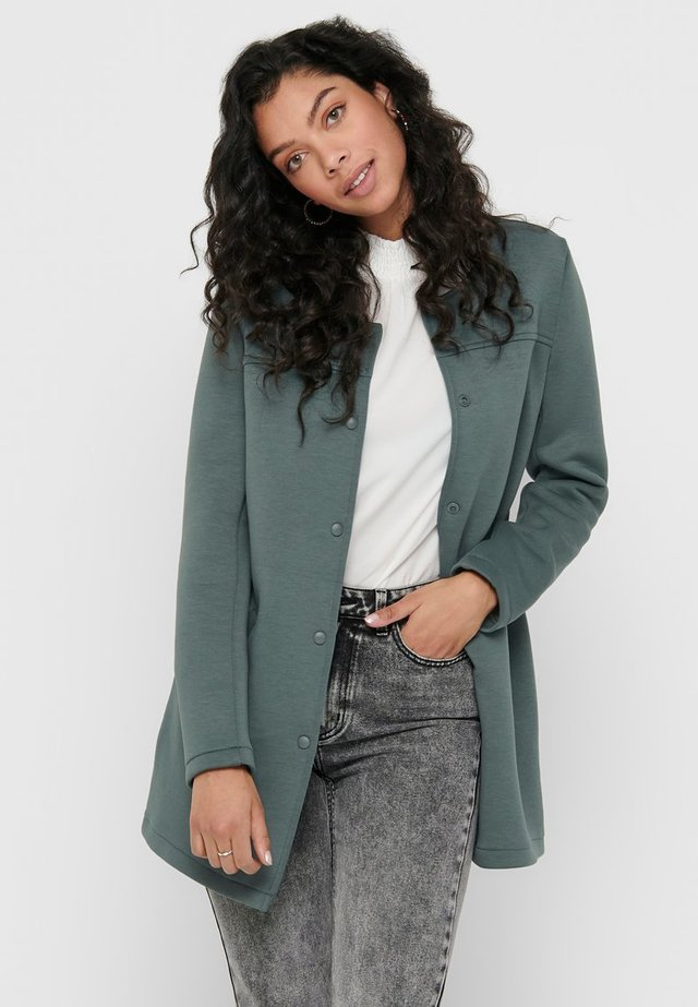 Abrigo corto - balsam green