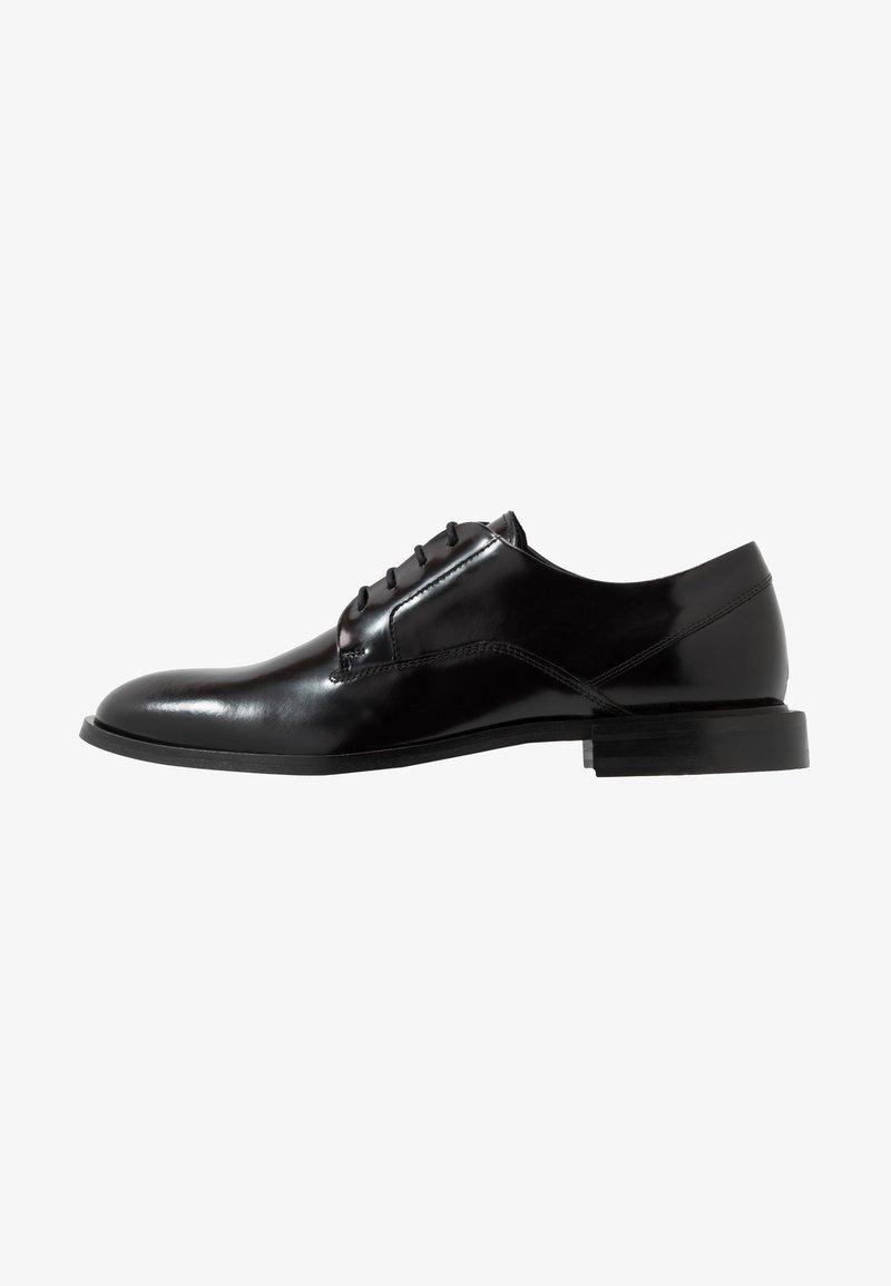 HUGO - Elegantní šněrovací boty - black
