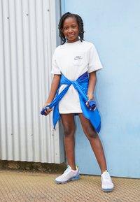 Nike Sportswear - Vestito estivo - light grey - 3
