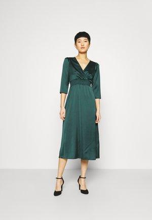 SHIRRED WAIST WRAP MIDI DRESS - Day dress - green