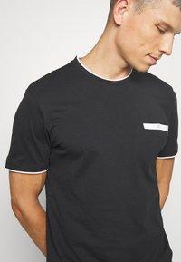 Pier One - T-shirt con stampa - black - 5