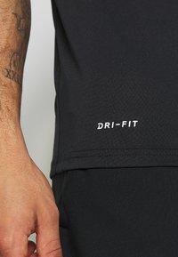 Nike Performance - LEG TEE - T-shirt print - black - 5