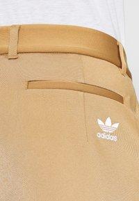 adidas Originals - SUIT PANT - Trousers - cardboard - 3