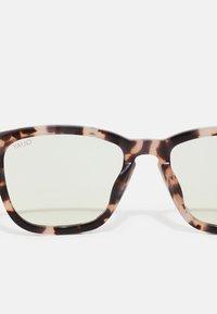 QUAY AUSTRALIA - HARDWIRE BLUE LIGHT - Sunglasses - milky tort/clear - 2