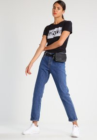 Levi's® - THE PERFECT - T-shirt imprimé - black - 1