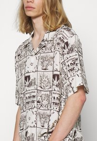 HUF - DAY IN THE LIFE - Shirt - natural - 5