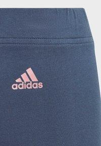 adidas Performance - ADIDAS ESSENTIALS LOGO 7/8 LEGGINGS - 3/4 sports trousers - blue - 2