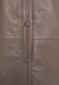Selected Femme - SLFMOON - Leather jacket - fossil - 2