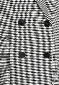 Monki - TWIGGY - Manteau court - white/black - 6