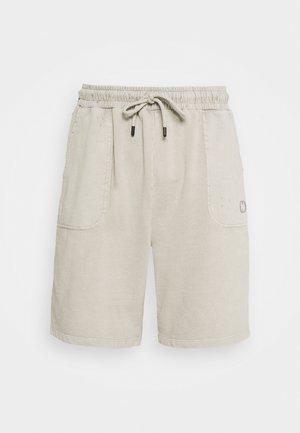 ESSENTIAL DISTRESSED SHORT - Short - washed powder grey