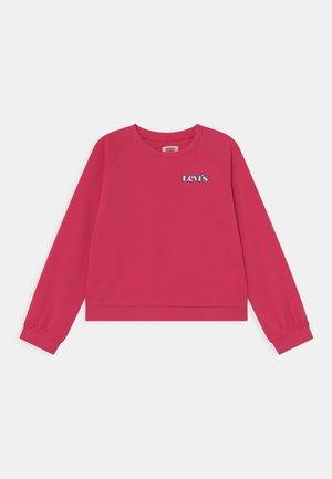 BENCHWARMERCREW - Sweatshirt - raspberry