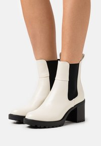 ONLY SHOES - ONLBARBARA CHELSEA BOOTIE  - Platform ankle boots - beige - 0