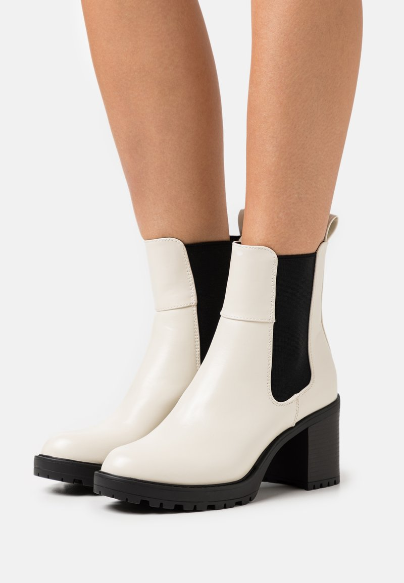 ONLY SHOES - ONLBARBARA CHELSEA BOOTIE  - Platform ankle boots - beige