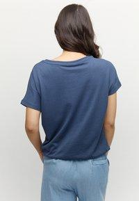 Mazine - MARBLE - Basic T-shirt - navy melange - 2