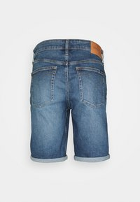 Calvin Klein Jeans - REGULAR - Farkkushortsit - denim medium - 6