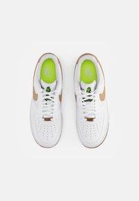 Nike Sportswear - AIR FORCE 1 - Sneakers laag - white/natural-white-black-volt - 3
