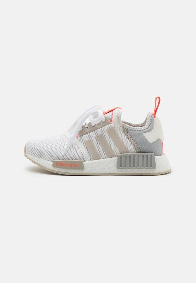 NMD_R1 UNISEX - Sneakersy niskie - footwear white/clear onix/clear brown