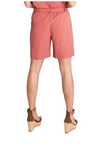comma - Shorts - rot - 1