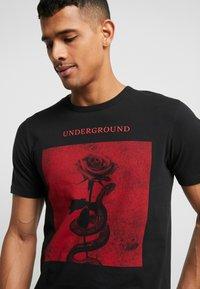 Jack & Jones PREMIUM - JPRGARY TEE CREW NECK - T-shirt med print - black - 3