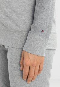 Tommy Hilfiger - ICONIC CREW NECK TRACK - Pyjama top - grey - 4