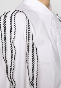 CMEO COLLECTIVE - FOUNDER - Button-down blouse - white - 5