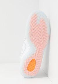 Nike Performance - KD TREY 5 VIII  - Basketball shoes - white/pure platinum/total orange/wolf grey/cool grey - 4