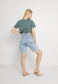 Monki - BEA  - Shorts di jeans - blue dusty light - 2