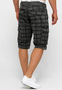 INDICODE JEANS - BLIXT - Shorts - raven check - 2