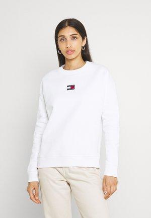 CENTER BADGE CREW - Sweatshirt - white