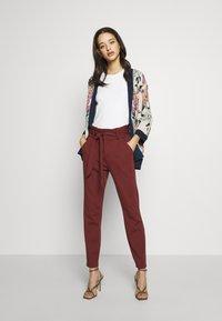 Vero Moda - VMEVA LOOSE PAPERBAG PANT - Pantalon classique - sable - 1